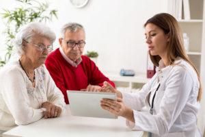 """A che età rivolgersi al """"medico dei vecchi""""? Il geriatra."""